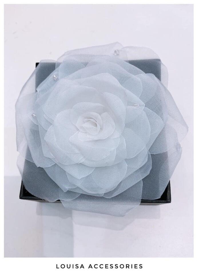 Hoa Cài áo Keira